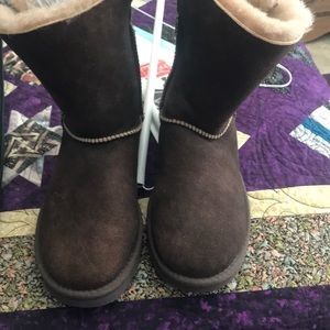 Ugg short boot with side buckle